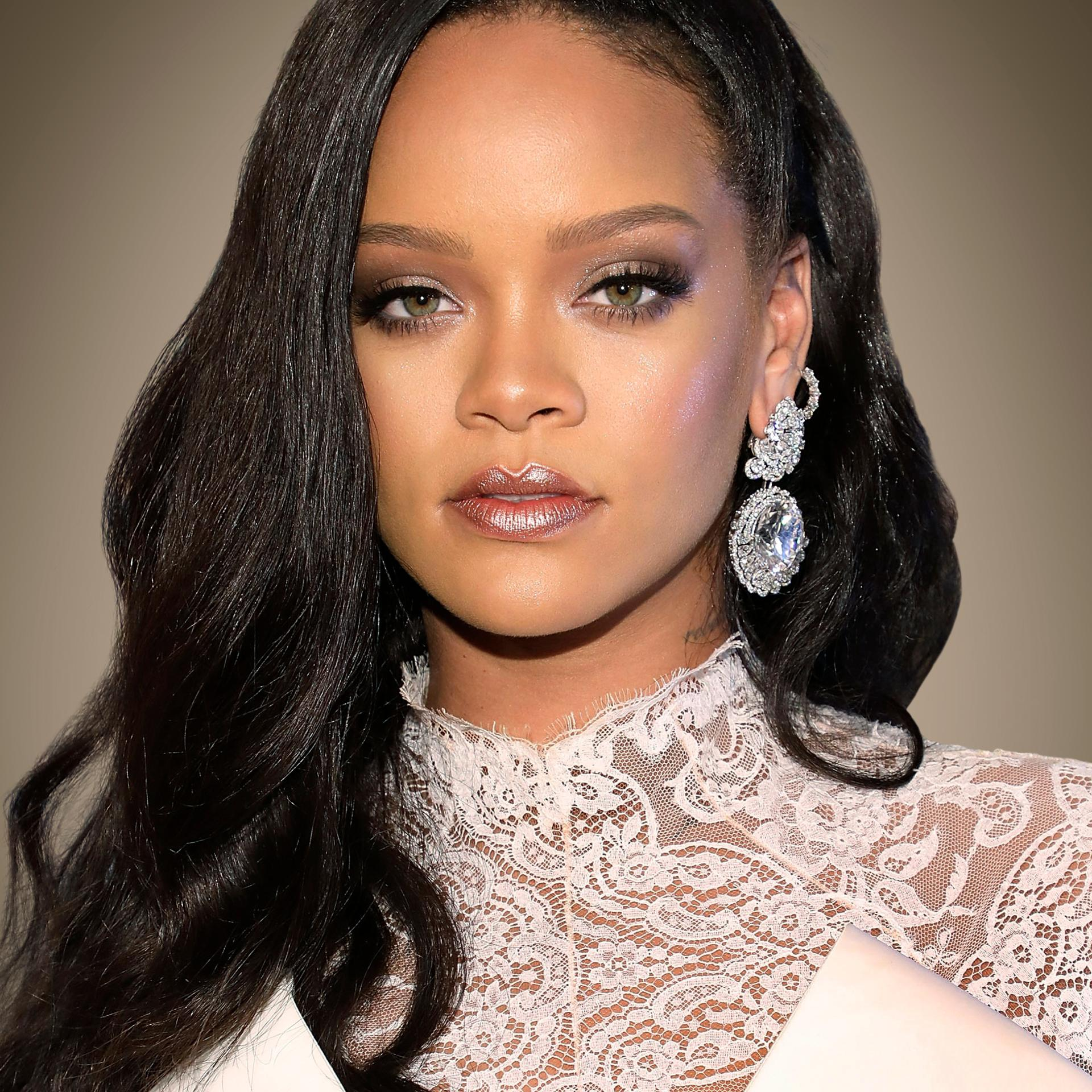 Rihanna is the World' Richest Female Artiste because of these two things